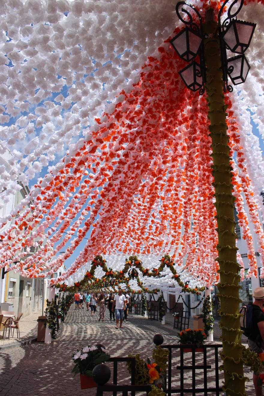 The City that has been Decorated with Colorful Paper-01