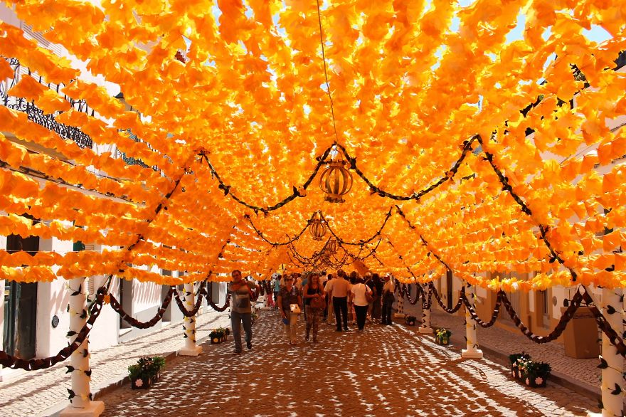 The City that has been Decorated with Colorful Paper-02